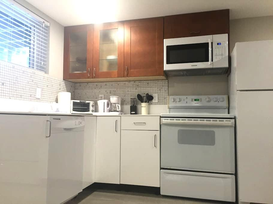 Newly Renovated 1BR Basement Suite - Coquitlam - Ev
