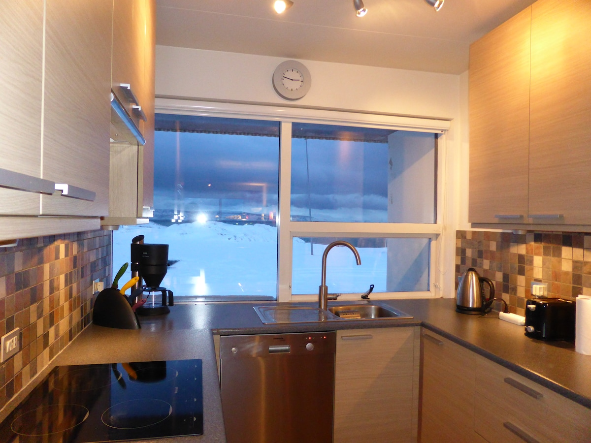 The fully equiped kitchen with a view to to open North Atlantic