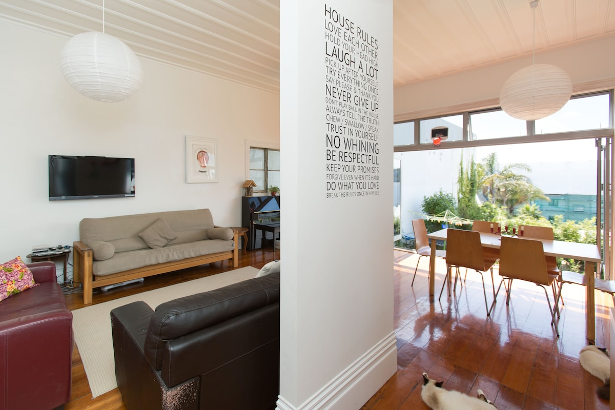 Large room in Eden Terrace house