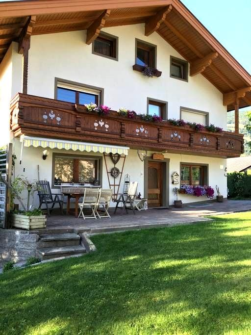 B&B Haus Anna Louise - Niedernsill - Penzion (B&B)
