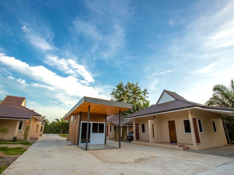 88 Fine Hostel - Surat Thani