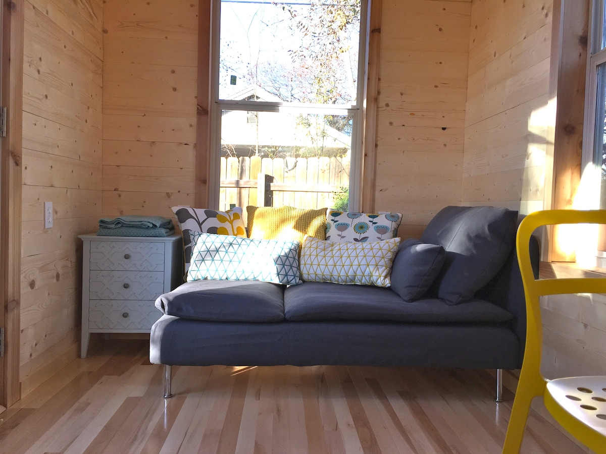 Open, Airy Tiny House-Central & UT!