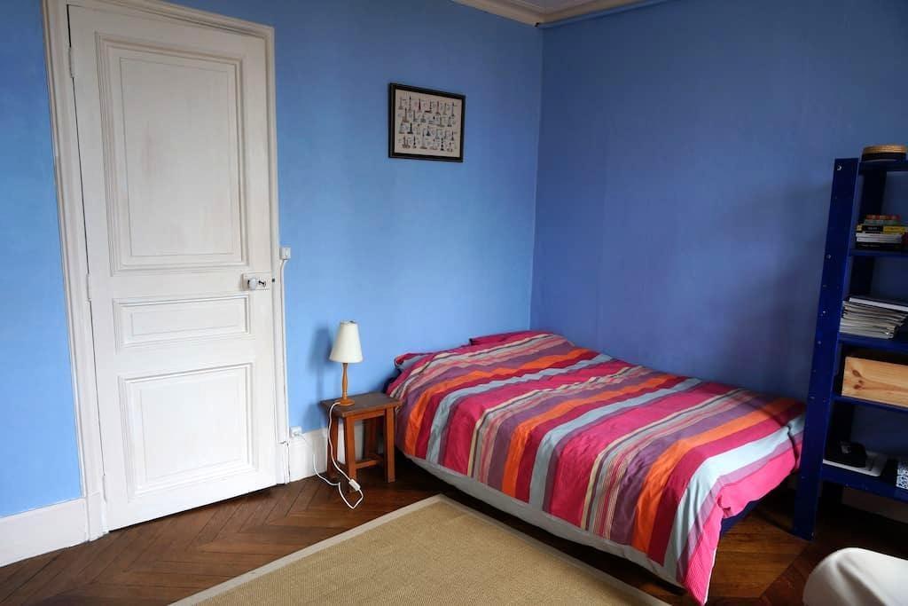 Loue chambre dans maison de campagn - Bransles - Casa