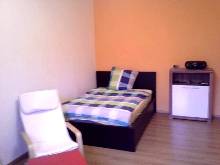 Zentrale 1-Zimmer-Wohnung mit großer Küche / Bad - Würzburg