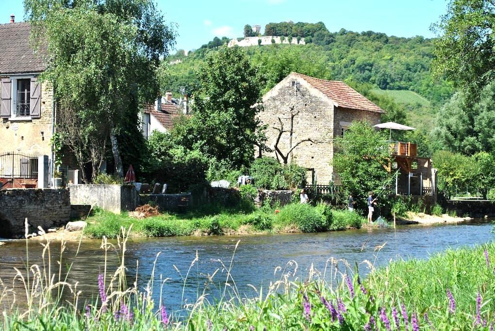maisonnette au bord de l'eau près de Vézelay (89) - Saint-Père - Rumah