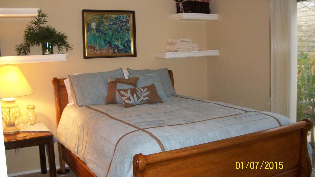 Comfy Garden Room w/ Attached Bath