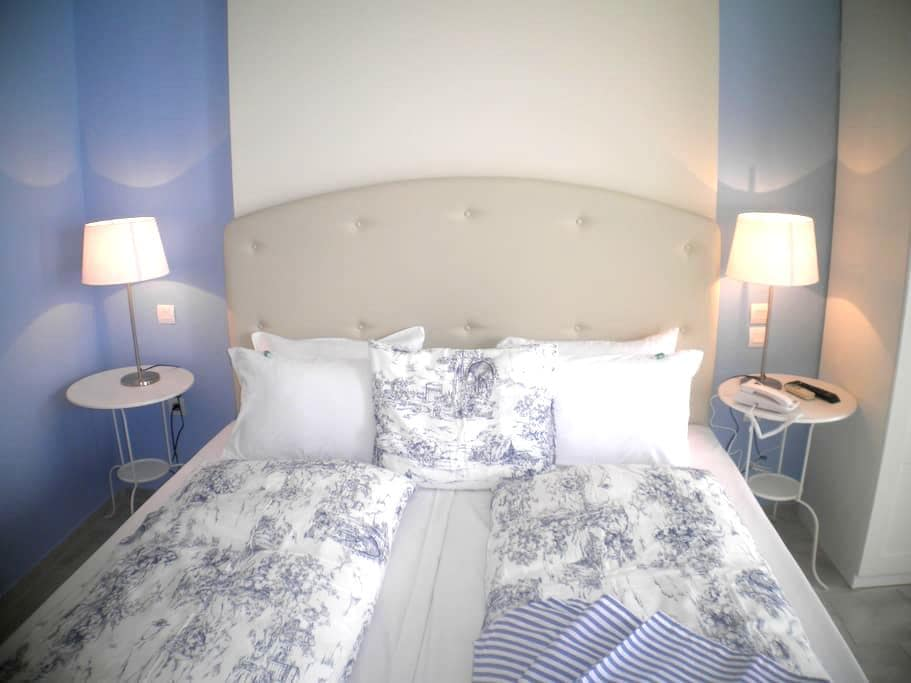 SEAFRONT STUDIOS AND APARTMENTS - Chios - Penzion (B&B)