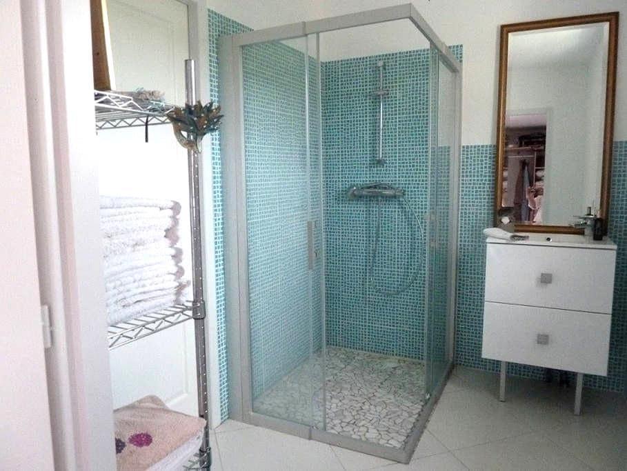 Salle d'eau à l italienne et la chambre 3 - Les Fosses - Huis