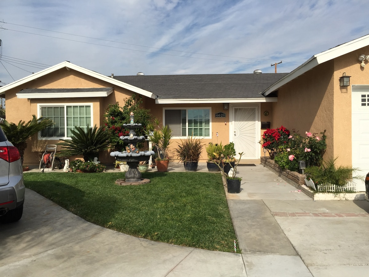 Cozy guest home in O.C with 2 rooms