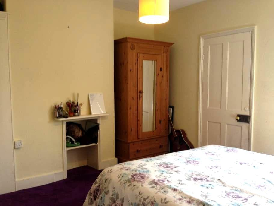 Guildford Central- next to station - Guildford - Talo