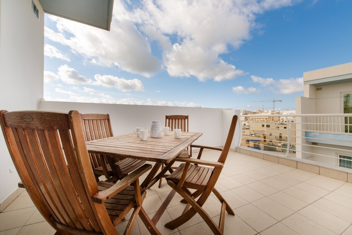 Charming 3 Bdr Penthouse in Bugibba