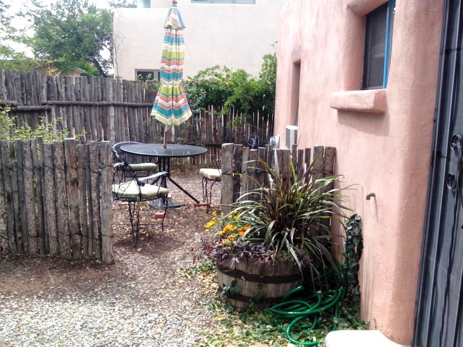 Charming 1BD adobe casita downtown - Santa Fe - Casa