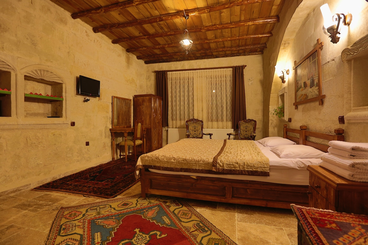 ELYSEE CAVE HOUSE /TRADITIONAL ROOM