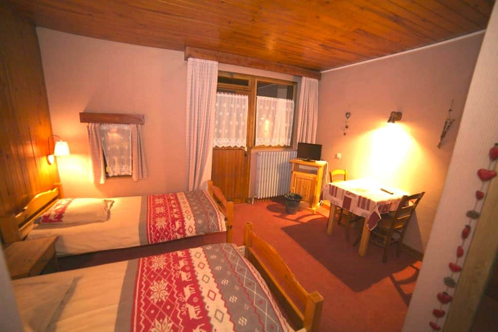 Chambre double Les Rodhos B&B - Val-d'Isère - Bed & Breakfast