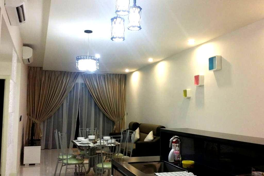 Lovely and Breezy Resort Condo - East Ledang Nusajaya - Appartement