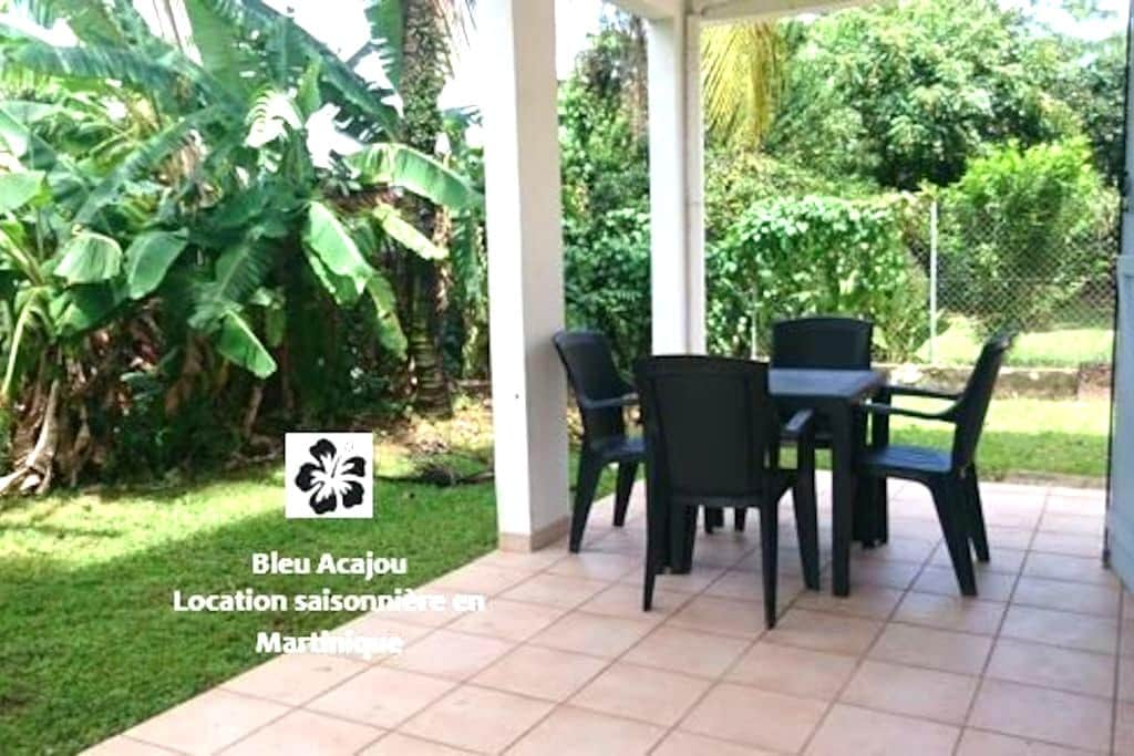Bleu Acajou, a charming 2BR flat in the greenery - Le Lamentin - Villa