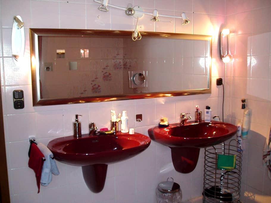Möbliertes Zimmer nahe München 20 min mit dem Zug - Mering - 公寓