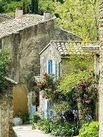 old house in the Tuscan countryside