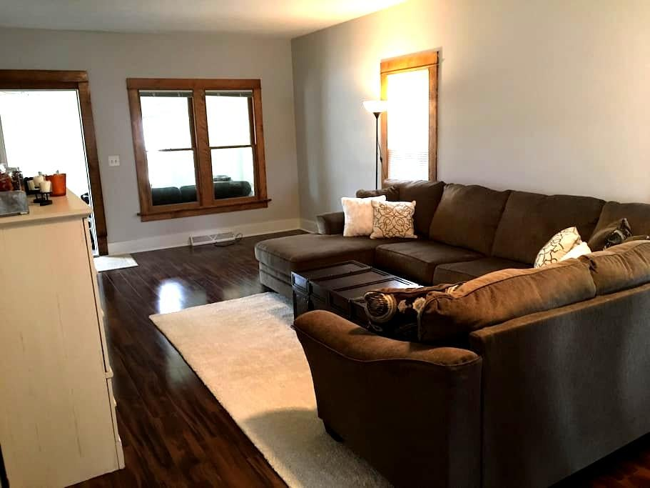 Close to Mayo Clinic! - Rochester - Hus