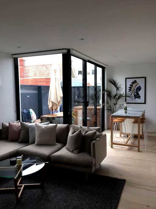 Perfectly located 1 bed apartment! - Saint Kilda - Apartment