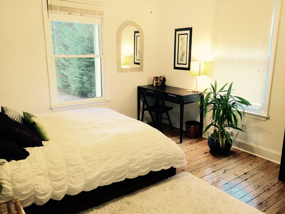 Large spare bedroom (1)