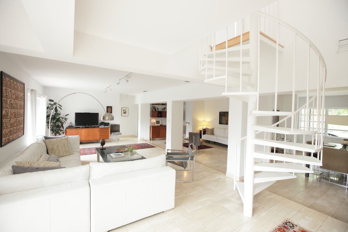 Open plan to the two sitting areas of the living room, kitchen and dining room.