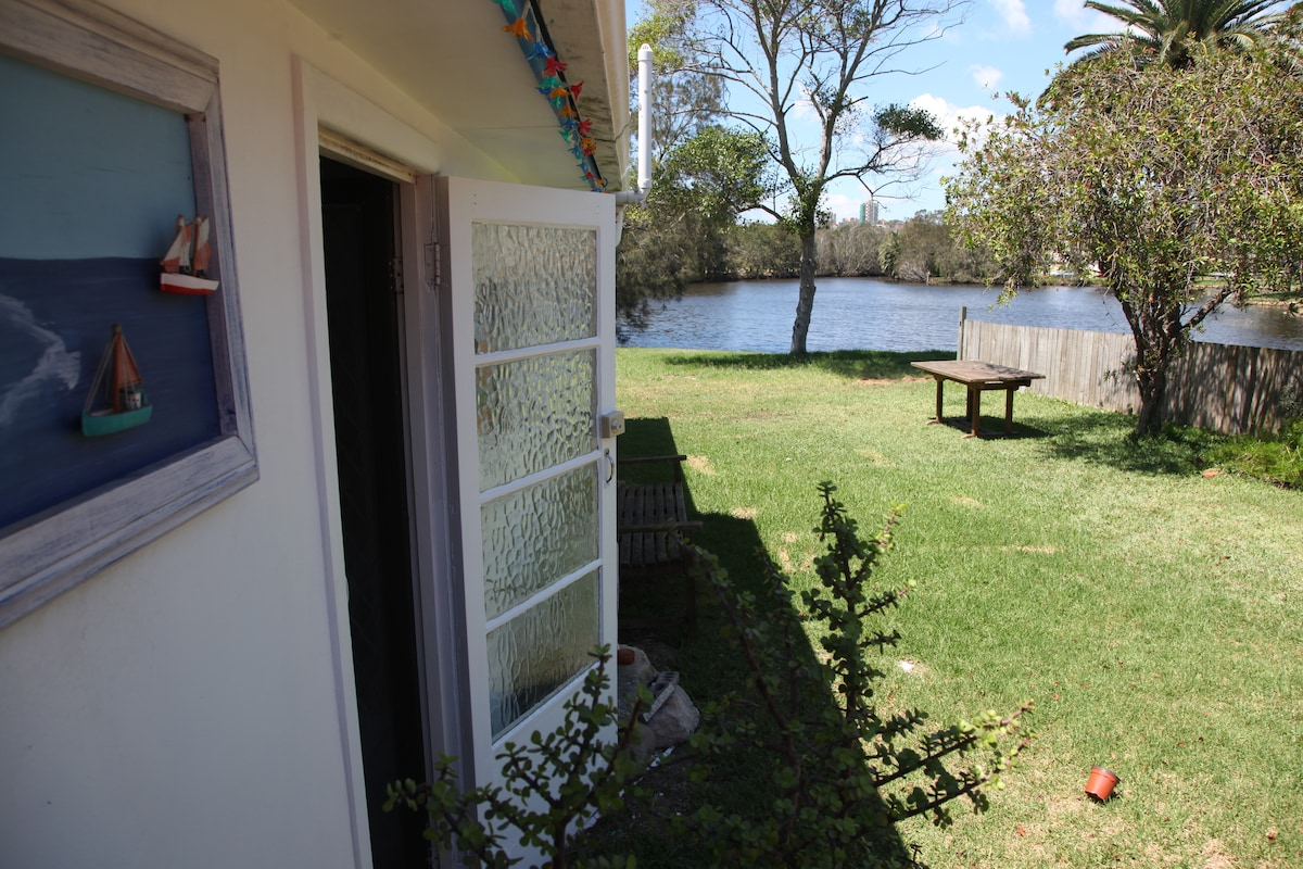 Manly Cottage by the Manly Lagoon