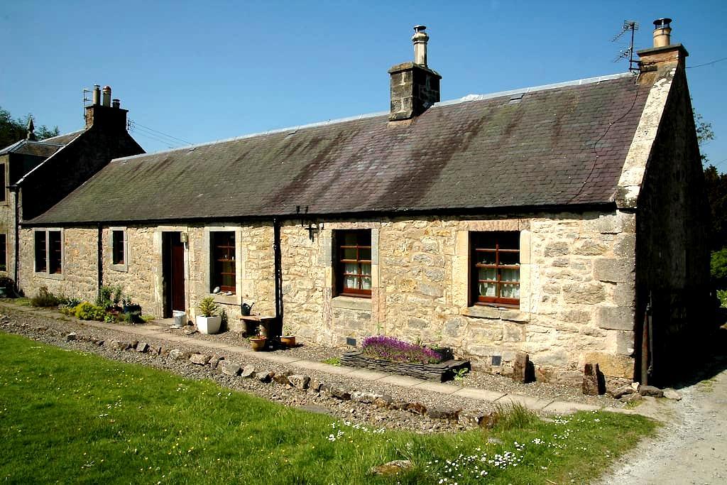 Gardeners Cottage, Lamancha, Borders, Scotland - near West Linton - Dom