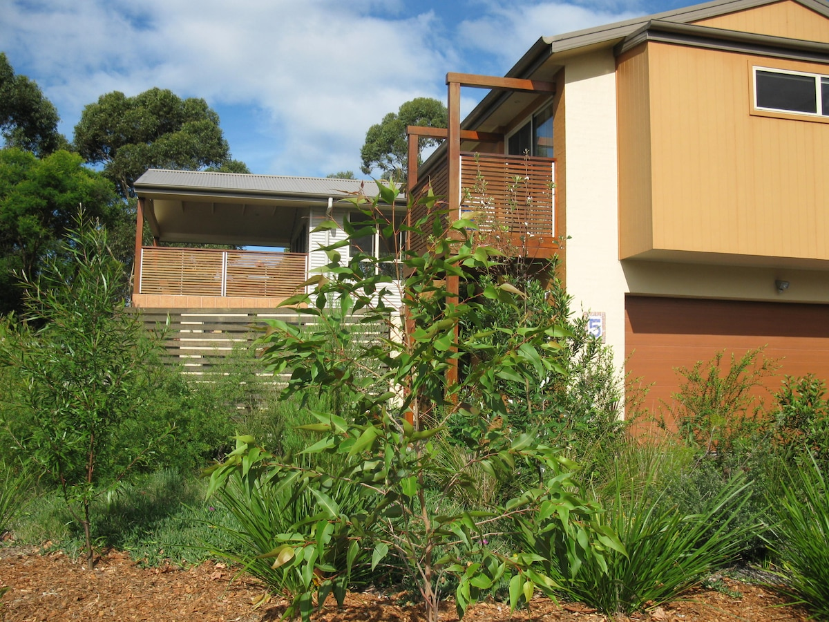 Broulee: Close to creek and beach