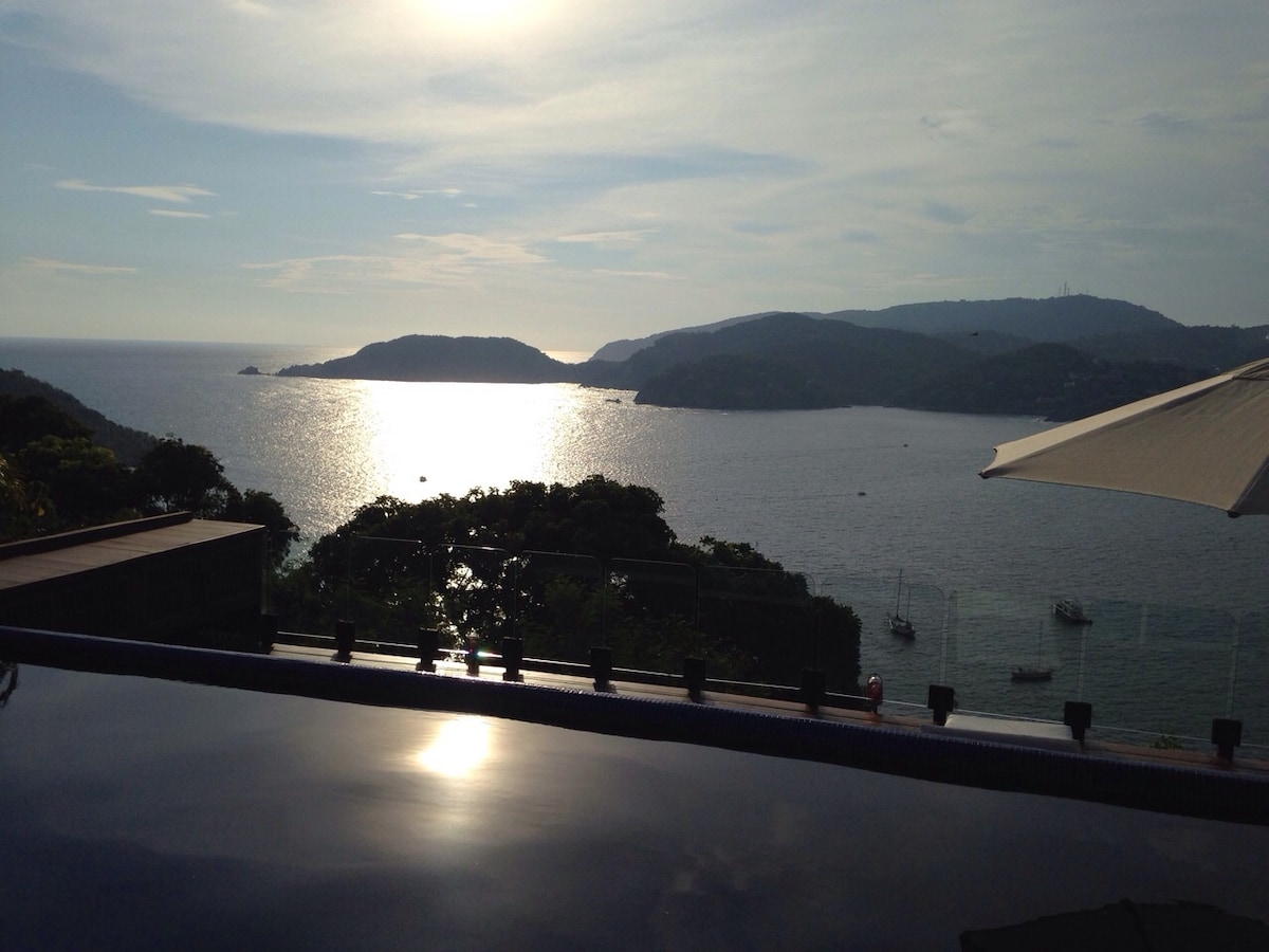 Gorgeous view in Zihua bay house!