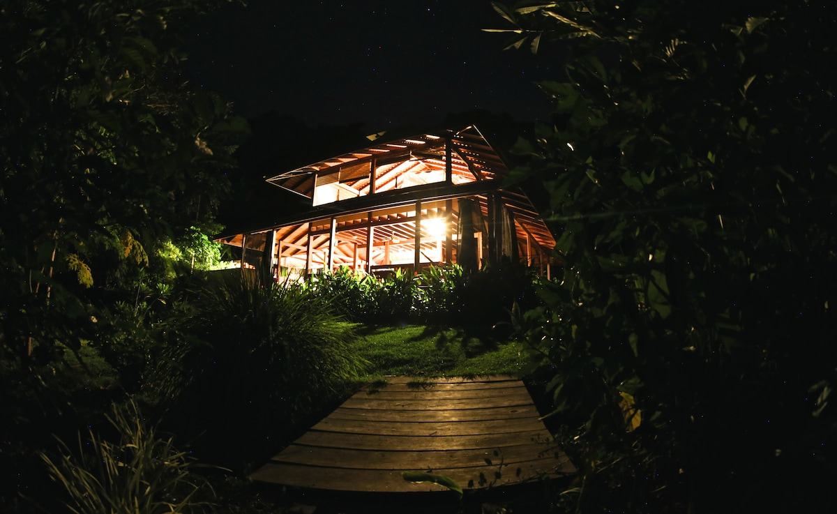 Beautiful Jungle Home at the Beach