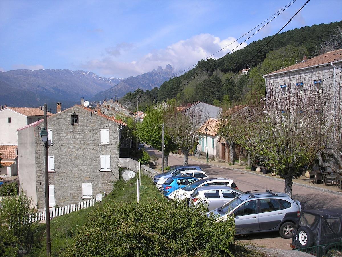 maison centre village Corse Zonza
