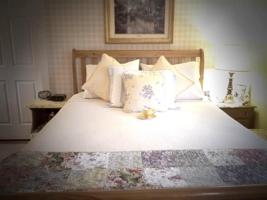 The Sunshine Room at Breath of Heaven B&B - Petersburg - Bed & Breakfast