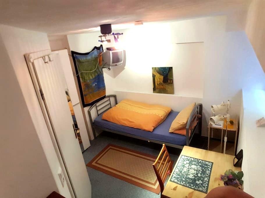 Ruhige Gästezimmer in Freiburg - Friburgo - Casa