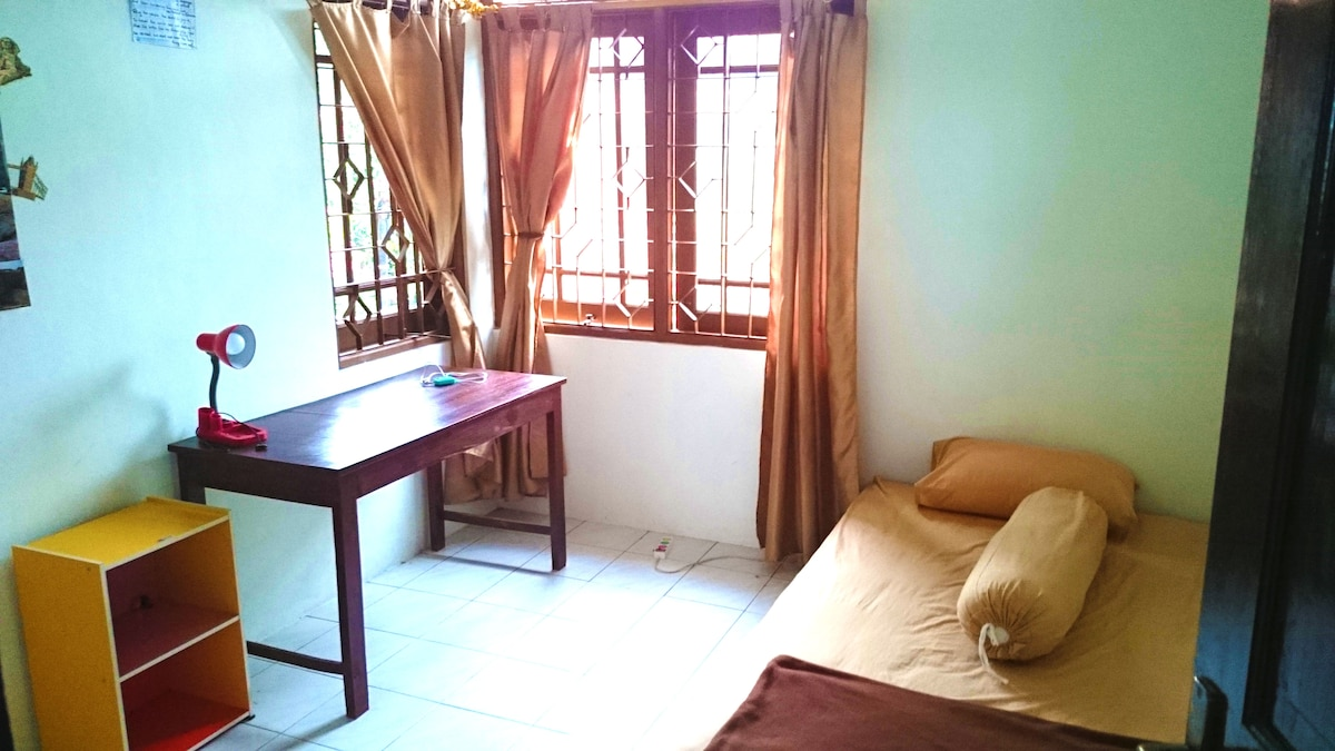 Dtradisi House: Room with Fan