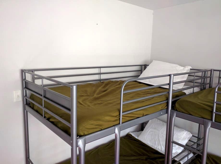 Room 3, Bunk 4 - Downtown Minneapolis Hostel - Minneapolis - Haus