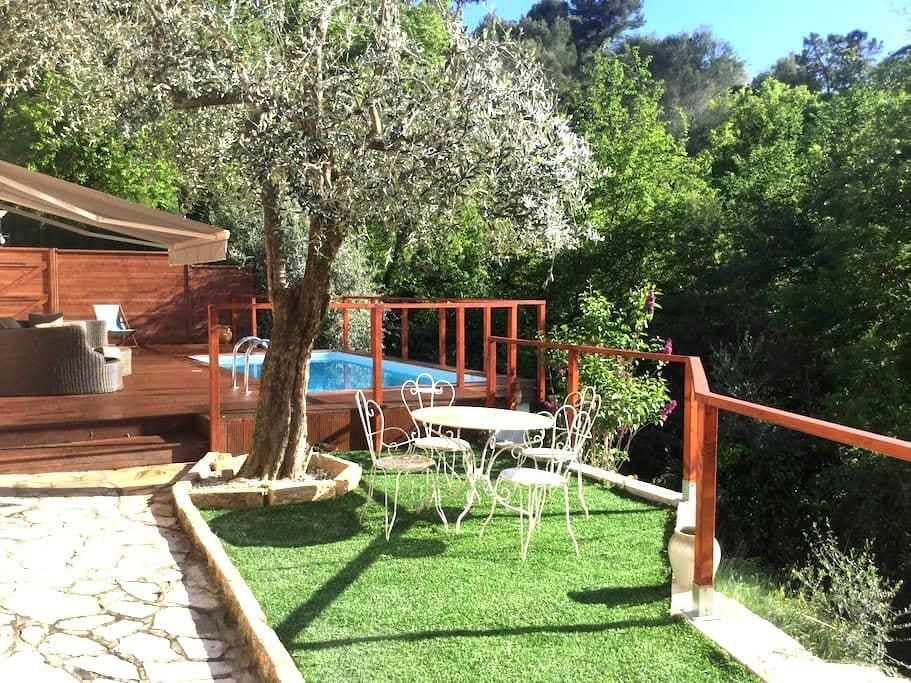 Bas de  villa sur collines de Nice - Colomars - Dom