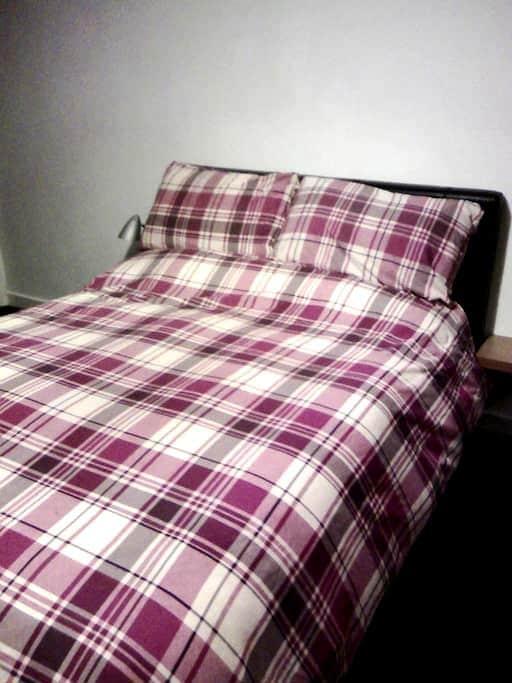Comfortable double room near Glasgo - Hamilton - Casa