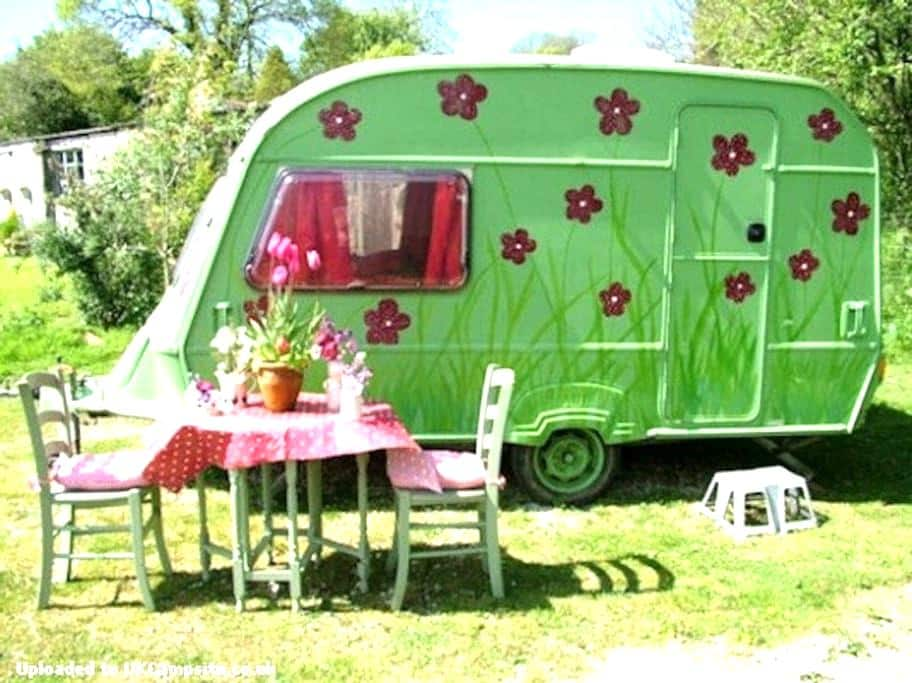 Poppy: cute caravan on pretty farm. - Saint Austell - 露營車