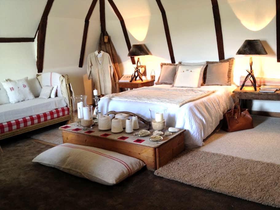Maison d'hôtes de charme - Saint-Geniez-d'Olt - Bed & Breakfast