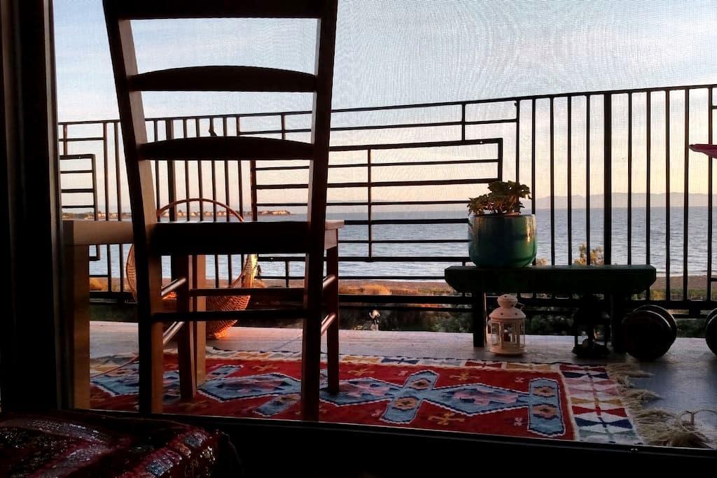 SF and Beach Views from Big Balcony - Alameda