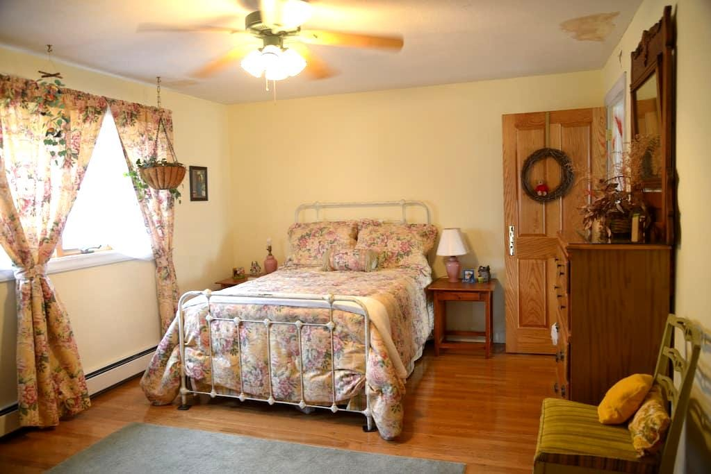 Private Room in Beautiful Home - #1 - Wytheville - Huis
