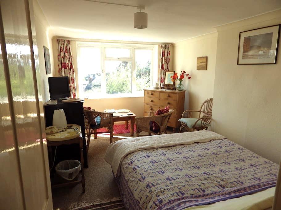 Quiet Sunny Room with Sea Views - Nr Weymouth - ที่พักพร้อมอาหารเช้า