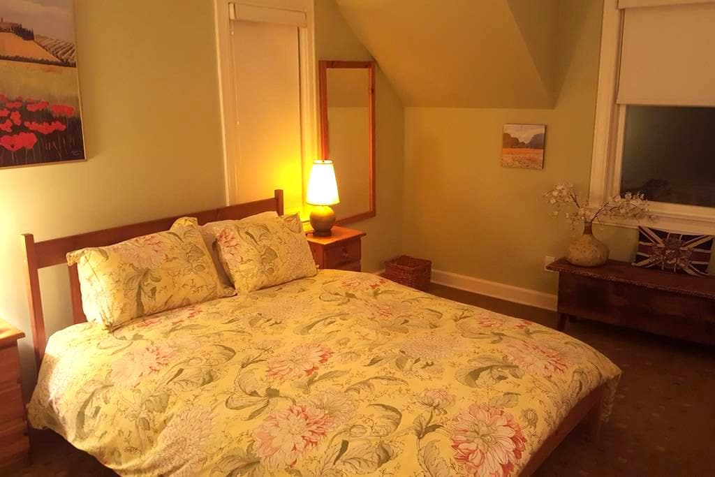 Private room, full bath and private sitting room - Rye
