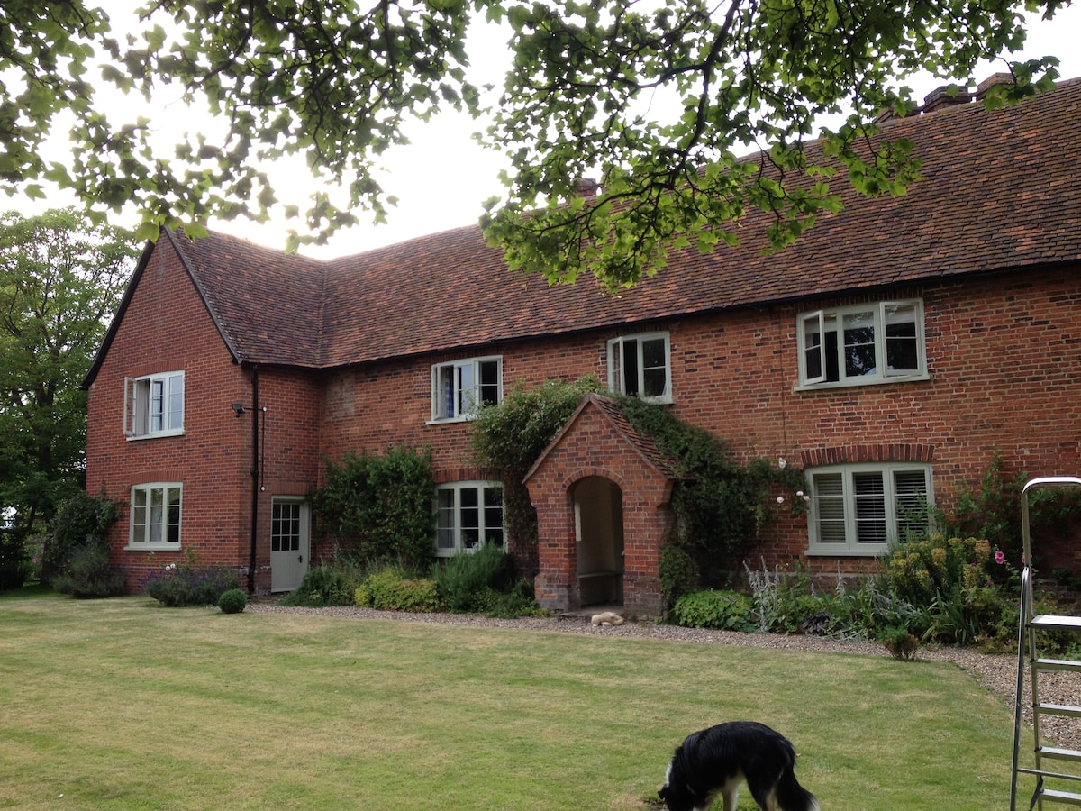 lovely country house 25 m London