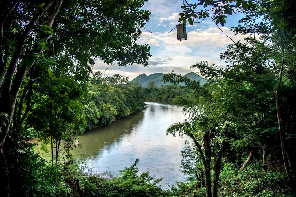 Riverside house and amazing view(BanMai PhaiPha) - Saiyok - House