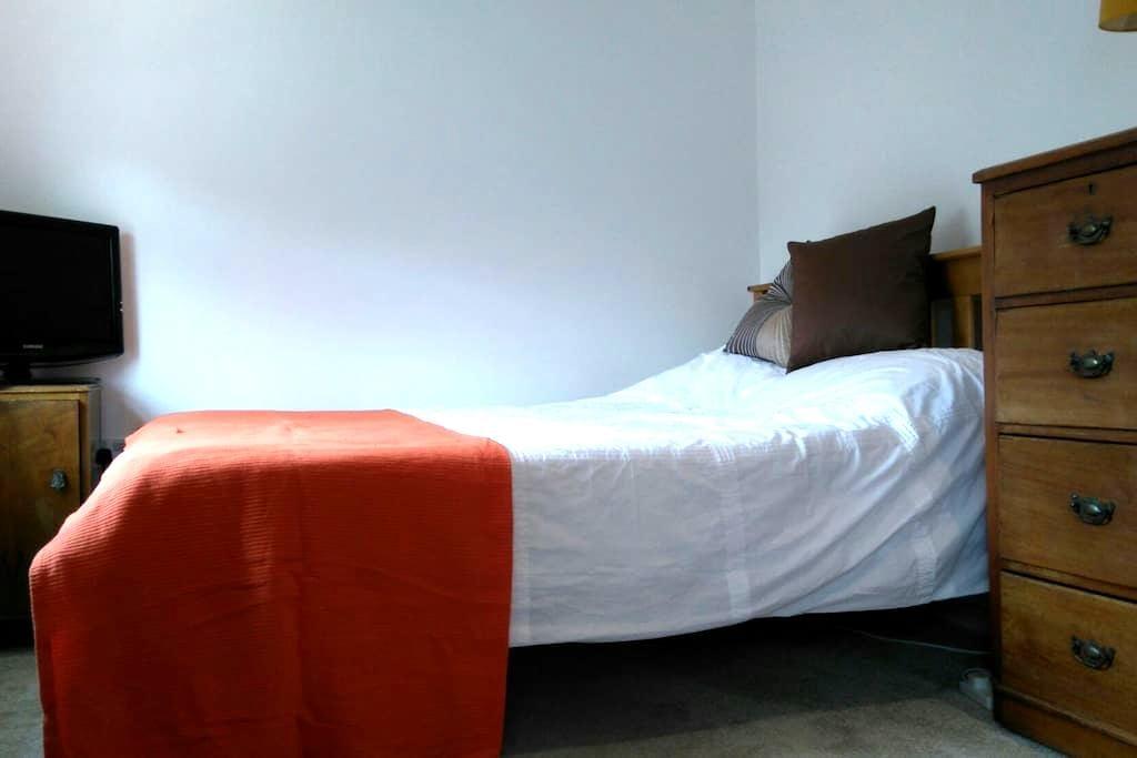 Ensuite double in quiet location - Mortimer - Bed & Breakfast