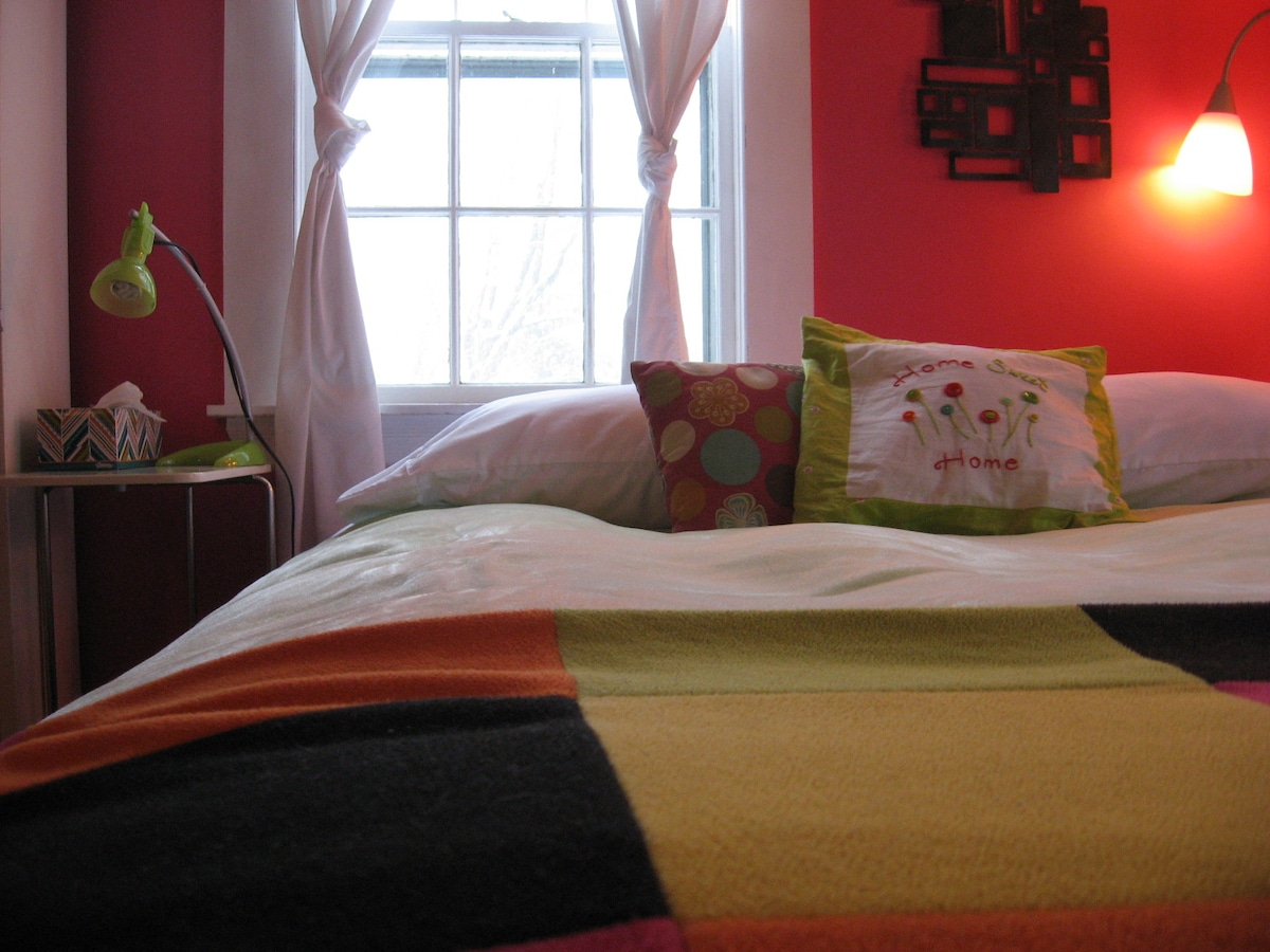 Raspberry Room with Breakfast