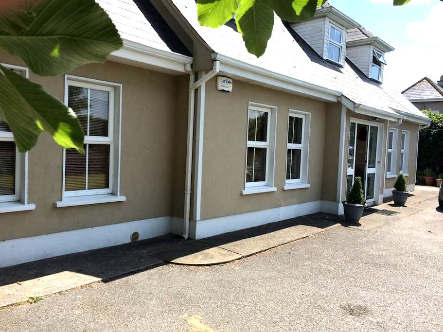 Double room ensuite  in a comfortable house . - Feighquin - Talo