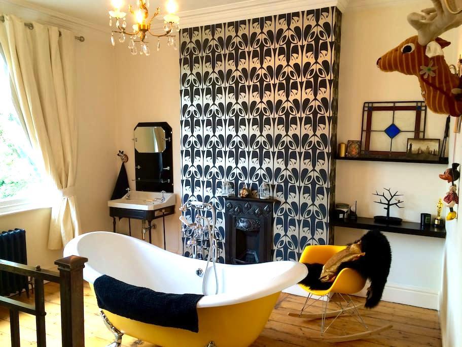 Exquisitely designed king size room Nr City Centre - Ноттингем - Дом